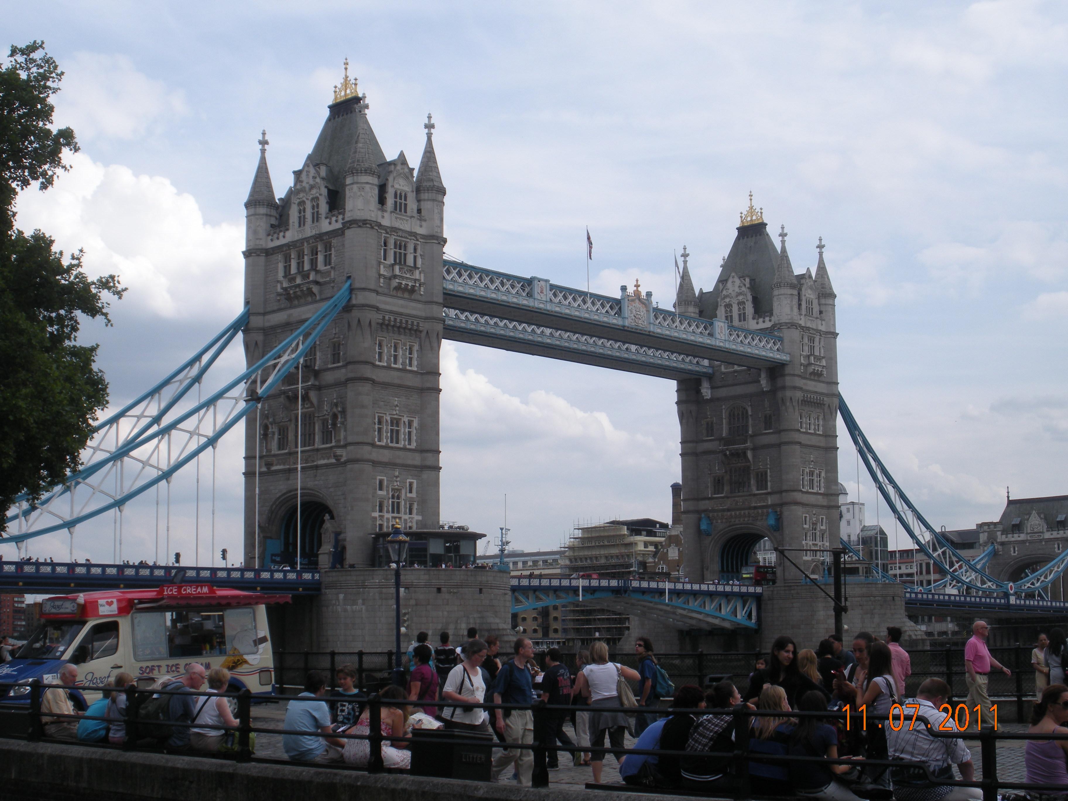 圣保罗大教堂及伦敦塔等